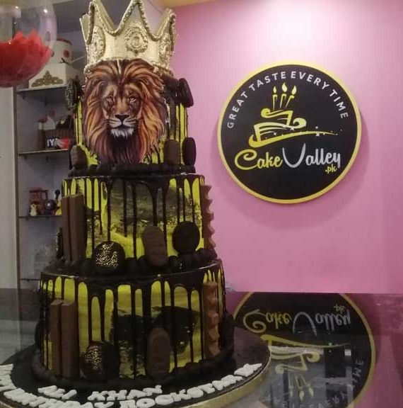 lion king or tiger theme cake