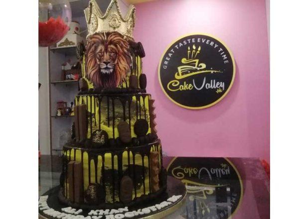 lion king or tiger theme cake